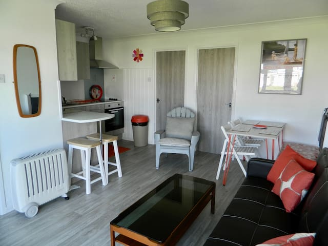 Hemsby beach holiday lets, seaside chalet 98