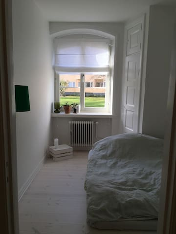 Cosy room with separate entrance and bathroom - Malmö - Appartement