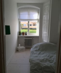 Cosy room close to city center Malmö - Malmö