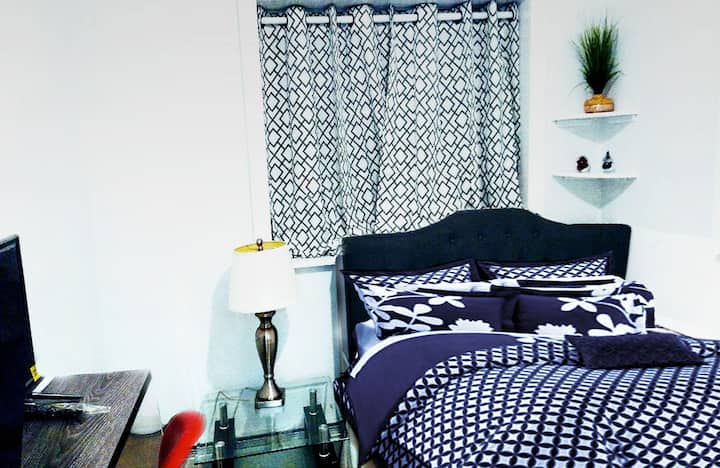JIMI HENDRIX BIG BEAUTIFUL BEDROOM