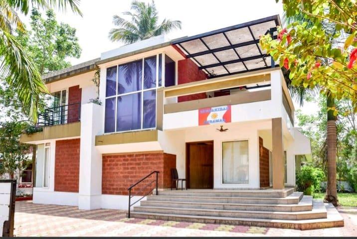 5 Bedroom Luxury Villa near Miramar Beach