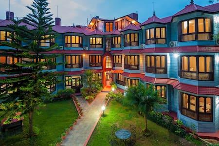 Hotel candle inn ,lakeside,pokhara - Pokhara - Bed & Breakfast