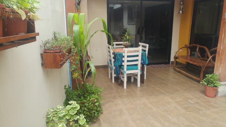 Hermosa Habitación Zona Centro-Norte Quito.