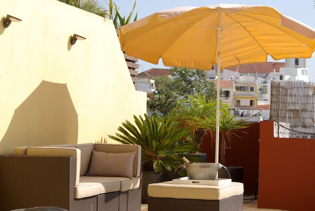 A lounge set set with sun loungers.