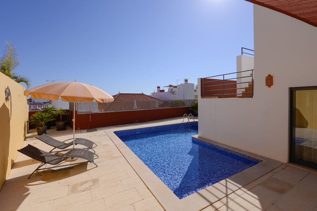 A lovely swimming pool with spacious terraces.