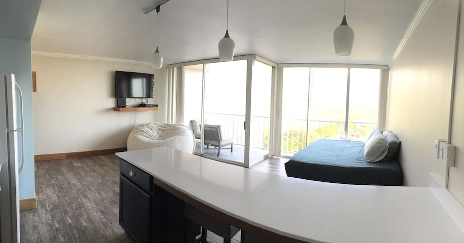 Makaha Mountain Studio with Ocean View