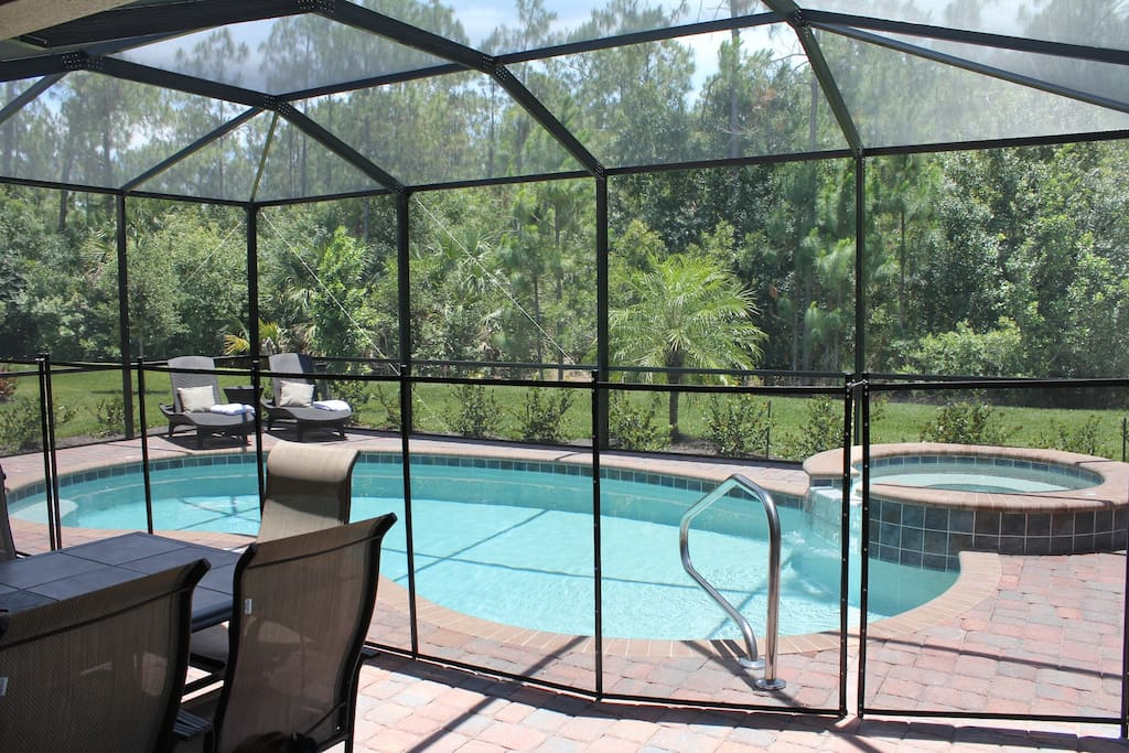 Pool also has safety netting (can easily be installed and removed)
