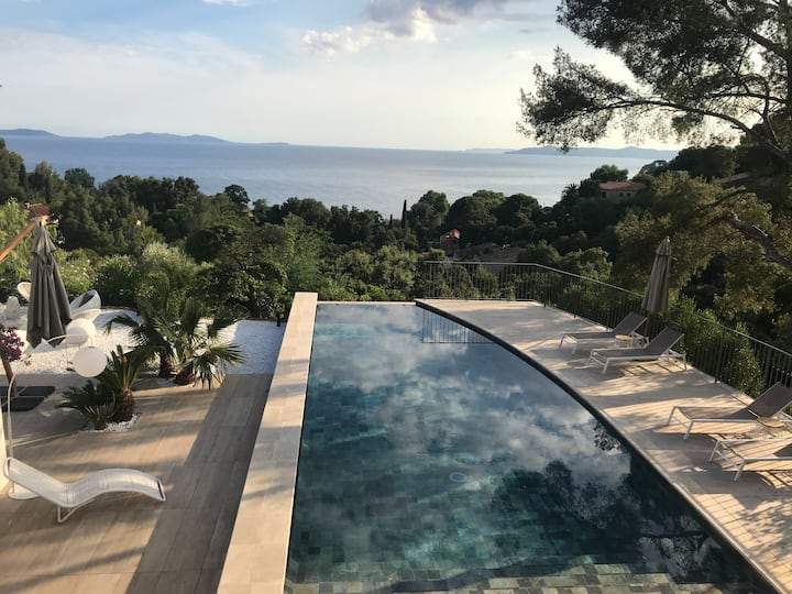 Villa de luxe vue mer panoramique et plage à pieds