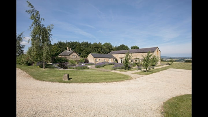 Luxury Cotswolds Retreat with Games Room & Gym