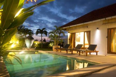 Villa Kenzo - Great Comfort + Views - North Kuta - Villa