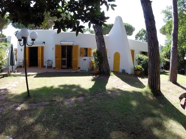 Villa con Giardino ed accesso Mare. - Fondi