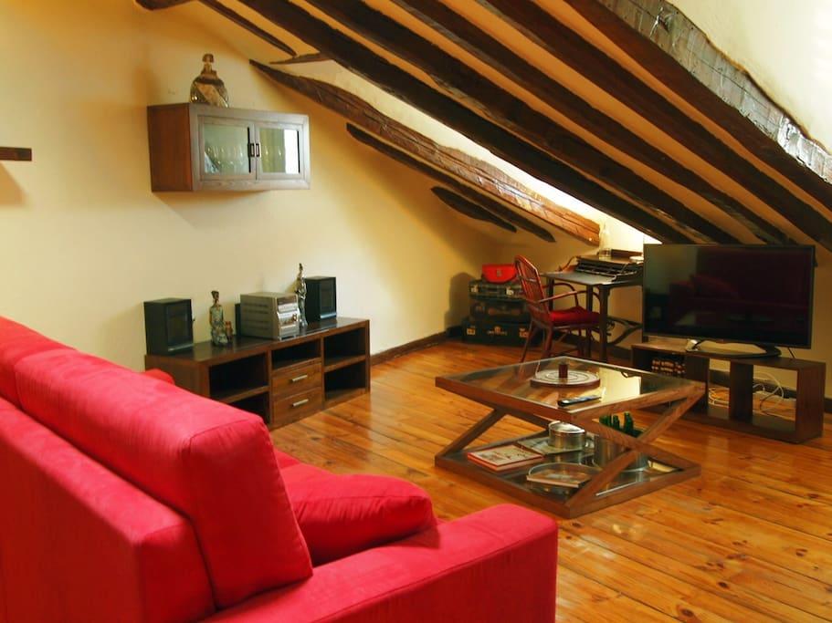 Buhardilla con encanto del s xix apartamentos en - Buhardillas con encanto ...