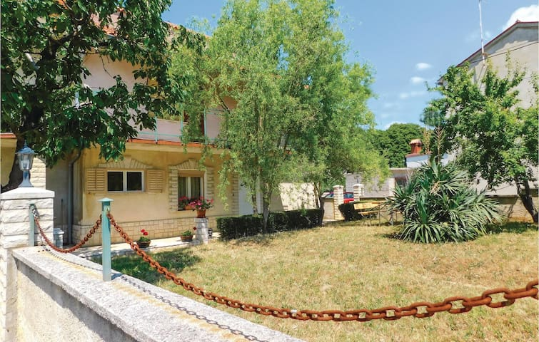 Holiday apartment with 2 bedrooms on 80 m² CIR185