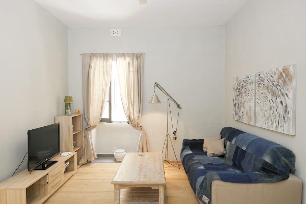 valletta beautiful corner apartment appartements louer la valette malte. Black Bedroom Furniture Sets. Home Design Ideas