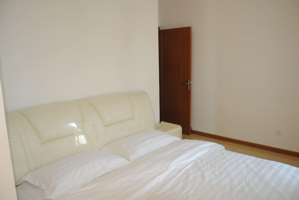 席梦思软包床,1.8米*2.0米,宽大舒服。