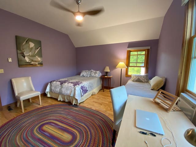 Lilac bedroom with queen & single