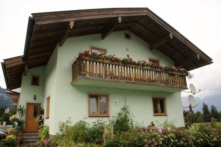 Haus Michaela - Mountains & lakes await you!