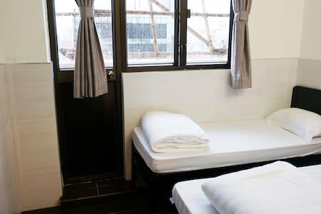 旺角中心+陽光有窗、地鐵站4分鐘清新整潔三人房 - Hong Kong - Apartment