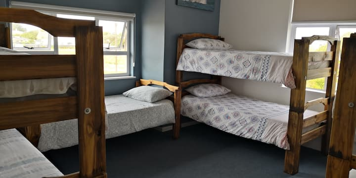 Hermanus Backpackers - 6 dorm beds (7 bed dorm)