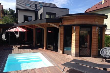 Chambre 2 pers ds maison style loft - Cran-Gevrier - Hus