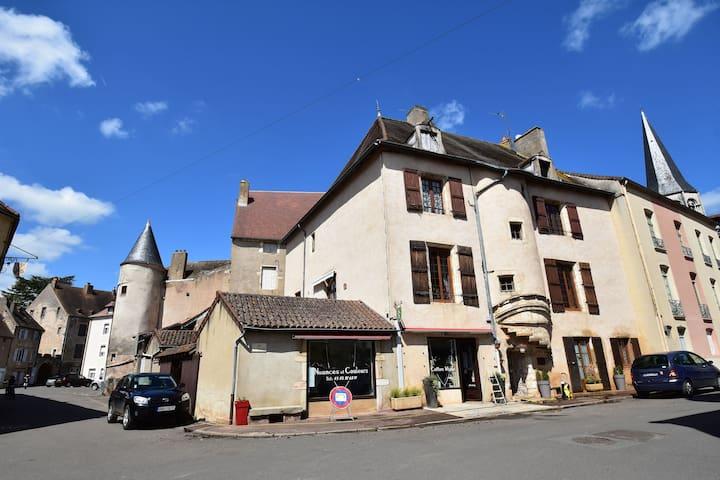 Acogedora casa de vacaciones en Borgoña con jardín