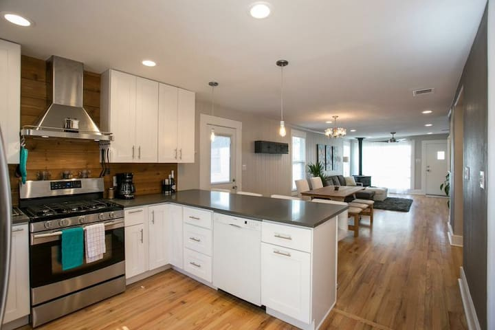 Downtown Eastside Upgraded Home! - Austin
