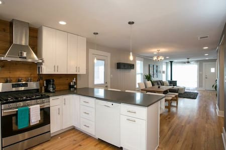 Downtown Eastside Upgraded Home! - Austin - House