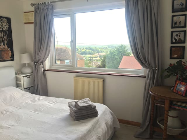 Bright double room overlooking Dover -free parking