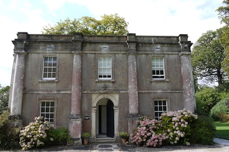Georgian Lodge on country estate - Stansted Park  - Talo
