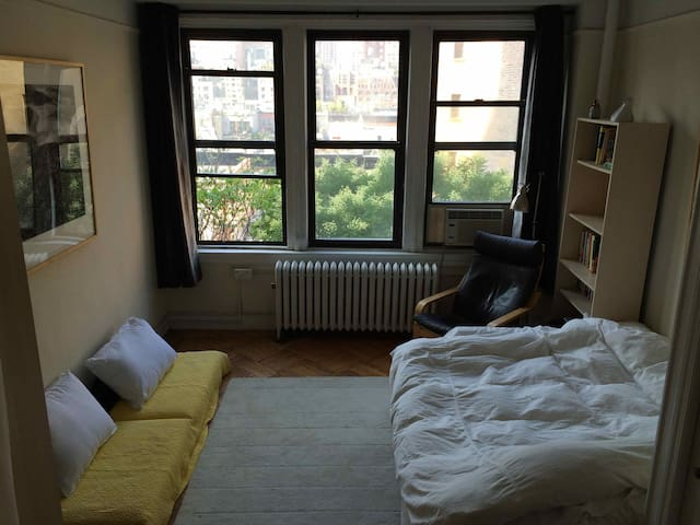 Bright, quiet, cozy 1BR by C Park!