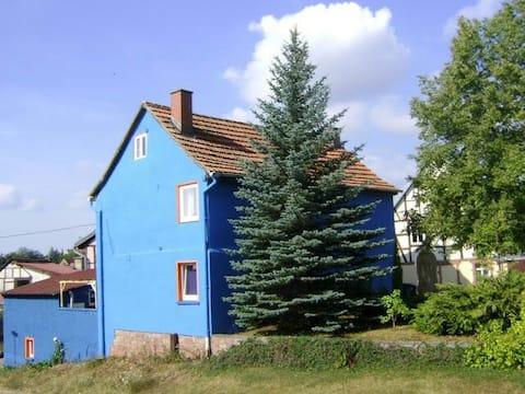 Blauw huis in het Kyffhauser Nature Park