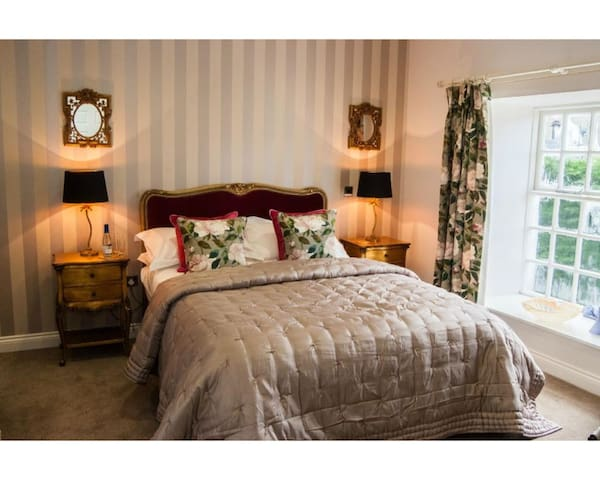 The Hare and Hounds - King Deluxe Room