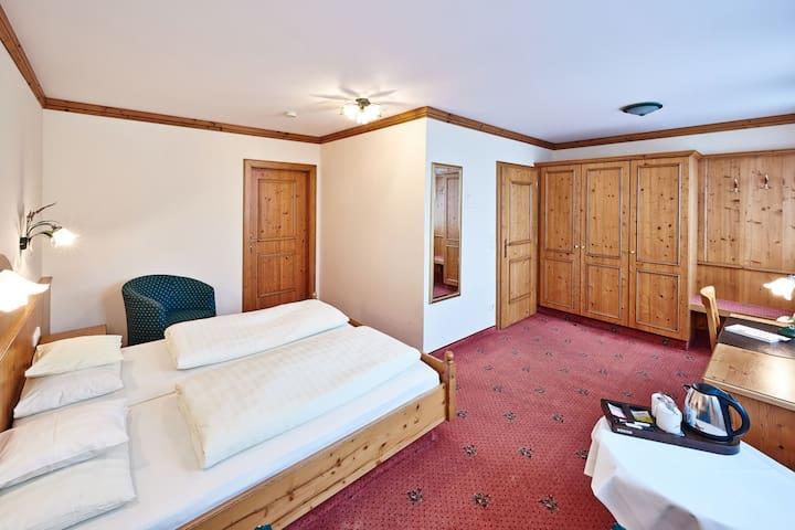 Hotel am See (Neutraubling), Basic Doppelzimmer mit kostenfreiem WLAN