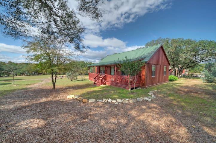 Hillside Cabin 1 Pool, Pond, Disc Golf, BBQ Shed