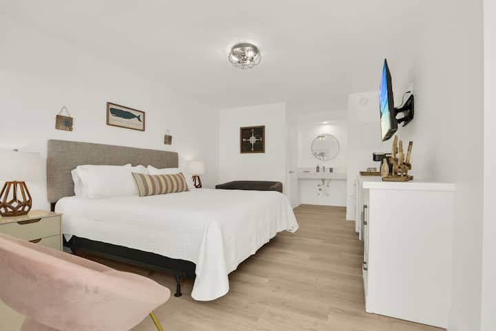 Boutique Hotel King Room 1 Block from Beach!