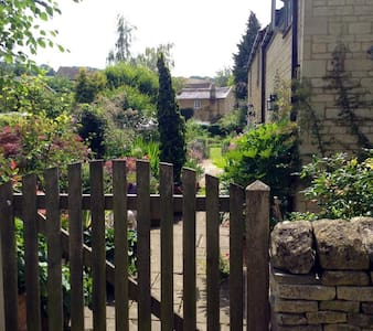Secret garden in the Cotswolds - Blockley