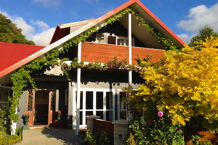 Ratanui Lodge Boutique Hotel,Pohara - Bed & Breakfast
