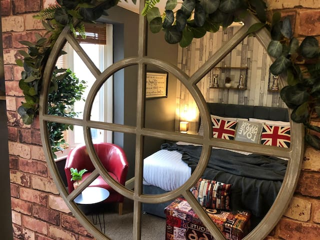Martyrs Field House Canterbury Sleeps 8