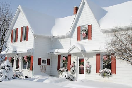 Ye Old Country Store Inn in Ski Country  (Private) - Oro Medonte