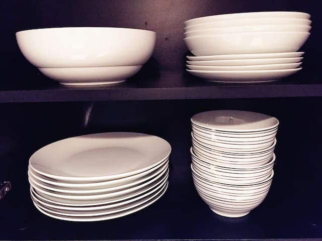 Full set of plate / rice bowl / salad bowl / fruit plate 全套餐盘/饭碗/沙拉碗/果盘