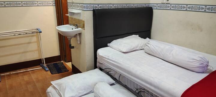 Deluxe Room at Katawa Guest House Syariah