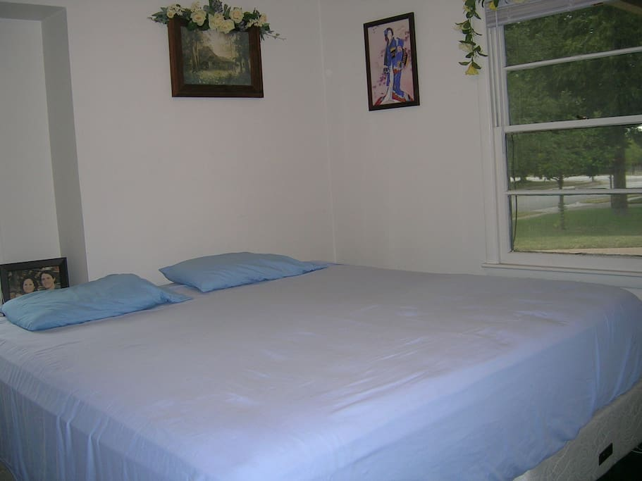 Guest Room With King Sized Bed Houses For Rent In Fort