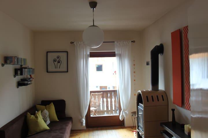 Kuschelige, kreative, helle Wohnung - Kastelruth - Apartamento