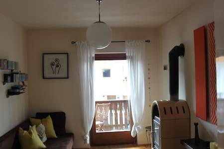 Kuschelige, kreative, helle Wohnung - Kastelruth - Appartamento