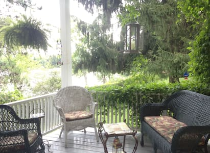 Conveniently located Lakefront Home - West Sand Lake - Casa