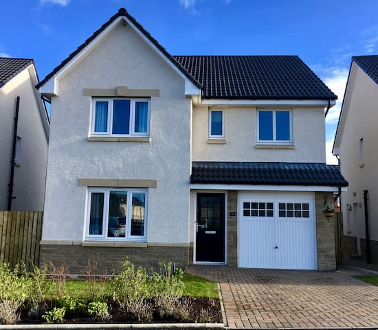 Brand new, modern home near Airport with Parking - Kirkliston - Hus