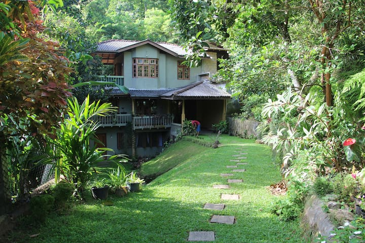 Kadugannawa Homestay, Kandy. Double Bed Room. - Kandy - Bungalou