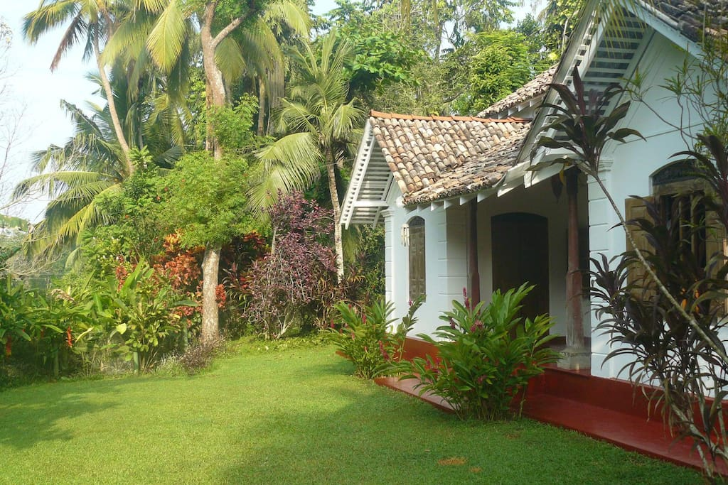 colonial style holiday villa villas for rent in galle southern province sri lanka. Black Bedroom Furniture Sets. Home Design Ideas
