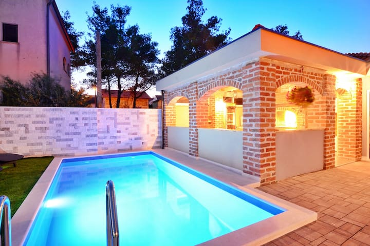 Nice Apartment TOMA'S with pool - A2