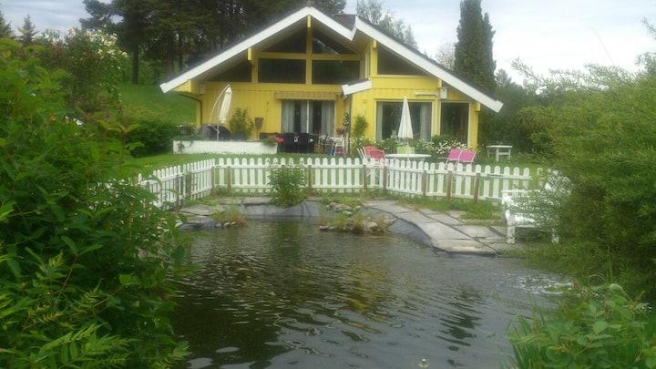 Stor villa i landlige omgivelser